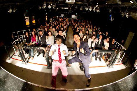 1日限定のスペシャルコラボ曲を披露した(左から)さかいゆう、武井壮
