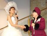 結婚会見を行った大石参月(左)のドレスは桂由美(右)デザイン (C)ORICON NewS inc.