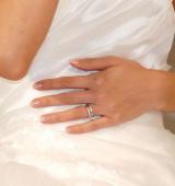 キラリを光る結婚指輪=大石参月 結婚会見 (C)ORICON NewS inc.