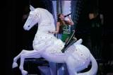 新宿ステーションスクエアに展示される「白馬」のオブジェ
