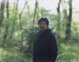 AKB48の39thシングル「Green Flash」のMVでメガホンをとった是枝裕和監督