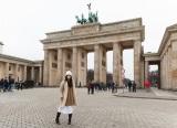 ベルリン観光で、ブランデンブルグ門を訪れた橋本愛