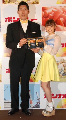 1日限定レストラン『ビストロ ボンカレー』イベントに出席した(左から)篠原信一、高橋愛 (C)ORICON NewS inc.