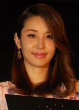『味園ユニバース』初日舞台あいさつに登壇した鈴木紗理奈