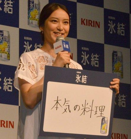 最近挑戦しているのは「本気の料理」だと語った武井咲=キリン『氷結』新CM発表会 (C)ORICON NewS inc.