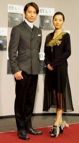 NHKスペシャルドラマ『償い THE UNFORGIVEN』の完成試写会に出席した(左から)谷原章介、芦名星
