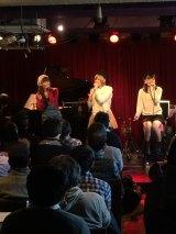 バレインタインデーにアコーステックライブを開いたまなみのりさ(左から)谷野愛美、岡山みのり、松前吏紗