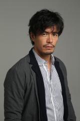 北陸新幹線開業に沸く金沢を舞台に、酒造りに人生の起死回生を賭ける男たちを描くドラマ『リキッド』に主演する伊藤英明