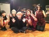 鳥居みゆきがDraft Kingの「贈る言葉」MVで初監督を務めた ※写真左からNOHANA(B)、SHIHO(Dr)、鳥居、erica(Vo)、MAO(G)