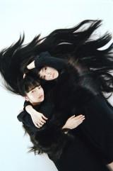 WOWOWの連続ドラマW『夢を与える』で母娘役を演じる(左から)小松菜奈、菊地凛子 (C)WOWOW
