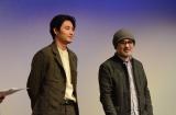 オープニング招待作品『ジヌよさらば〜かむろば村へ〜』舞台あいさつに出席した(左から)松田龍平、松尾スズキ監督