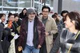 歓迎セレモニーの模様(手前から)松尾スズキ監督、松田龍平