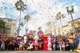 ユニバーサル・スタジオ・ジャパンの年間最高入場者記録(1102万9000人)を更新し、ハリウッド大通りで記念セレモニーを開催