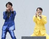 """""""ゲッツ!""""共演した及川光博(左)とダンディ坂野"""