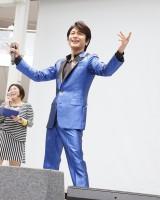 シングル「ダンディ・ダンディ/SAVE THE FUTURE!!」発売記念イベントを行った及川光博
