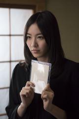 映画『振り子』より喪服姿の松井珠理奈