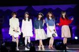 ファッション誌専属モデルのメンバーがファッションショー(写真左から橋本奈々未、齋藤飛鳥、西野七瀬、松村沙友理、白石麻衣)