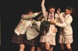 エビ中メンバーの迫力ある生演技に、会場は笑いと拍手に包まれた。(C)「ロボサン」製作委員会