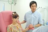 NHKドラマ化する『ママになりたい…』で間下このみ役を演じる平愛梨(左)と高橋光臣