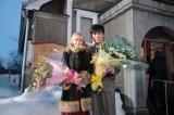 北海道・余市町で連続テレビ小説『マッサン』がオールアップ。夫婦役を演じきった玉山鉄二(右)とシャーロット・ケイト・フォックス(左)(C)NHK