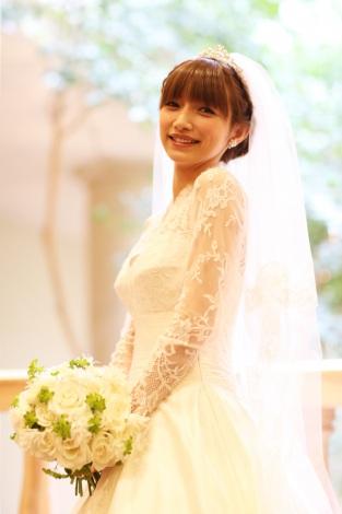 サムネイル 今月22日に都内近郊のホテルで挙式した後藤真希