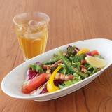 葉野菜とパンチェッタソースのサラダパスタ(税込1440円/紅茶付きフードセット同1440円〜)