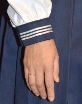 """""""立て替え""""プレゼントの指輪が右手の薬指に (C)ORICON NewS inc."""