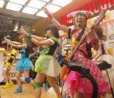 Gacharic Spin=メジャー第1弾シングル「赤裸ライアー/溶けないCANDY」発売記念インストアイベントの模様 (C)ORICON NewS inc.