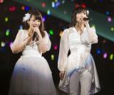 NMB48の山田菜々(左)が卒業直前に「24時間耐久ライブ」開催決定(右は山本彩)(C)NMB48