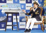 織田信成、洋上初の船内スケートリンクでスケート教室開催