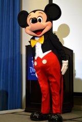カリフォルニア ディズニーランド・リゾート開園60年会見に登場したミッキー (C)oricon ME inc.