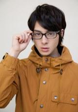 『師匠シリーズ』映像化プロジェクトのイメージキャラクターに起用された高杉真宙 (C)ウニ/双葉社/素浪人