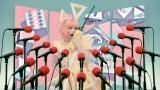"""""""ドラゲナイ""""を彷彿とさせるトランシーバーを持って歌うきゃりーぱみゅぱみゅ新曲「もんだいガール」MVより"""