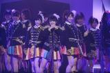 「ヘビーローテーション」でセンターを務めた向井地美音=『AKB48リクエストアワー セットリストベスト1035 2015』4日目昼公演の模様 (C)AKS