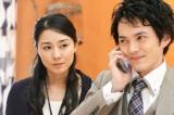 電話相手と軽快な会話を繰り広げる一条(林遣都)を冷ややかに見る春子(伊藤歩) (C)NHK