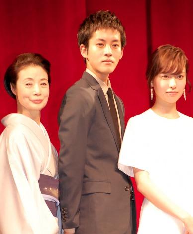 映画『エイプリルフールズ』完成披露試写会に出席した(左から)富司純子、松坂桃李、戸田恵梨香 (C)ORICON NewS inc.