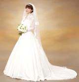 純白のウエディングドレスに身を包む後藤真希