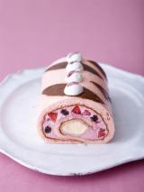 桜餅をイメージした季節限定ロールケーキ