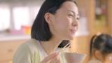 おいしそうな表情と見つめる母のやさしい表情の木村佳乃に注目