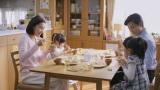 実生活でも2児の母の木村佳乃が2人の母親役を演じる