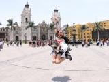 ライブ前日にリマ旧市街のカテドラル広場を訪れた吉川友