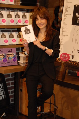 Life Style BooK『My NAME IS…RINKA AtoZ DICTIONARY』(発売中)が話題の梨花 (C)ORICON NewS inc.