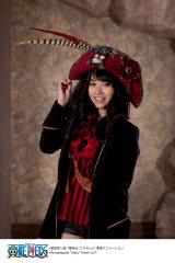 『東京ワンピースタワー』(13日開業)の女性クルー衣装(海賊版)