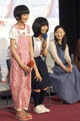 NHKテレビ小説『まれ』に出演する(左から)松本来夢、土屋太鳳、常盤貴子 (C)ORICON NewS inc.
