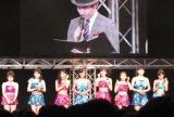 『ハロプロ研修生 3月の生タマゴShow!』の東京公演より。ステージに並んだ新ユニット「こぶしファクトリー」のメンバーたち。(C)De-View