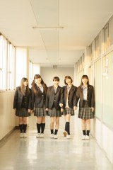 「SHIBUYA TSUTAYA」展示衣装(ももいろクローバーZ主演映画『幕が上がる』主題歌「青春賦」MVより)