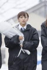2015年3月11日 岩手県釜石市を訪問したAKB48(写真は高橋みなみ)(C)AKS