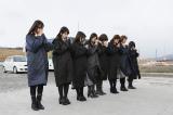 2015年3月11日 宮城県南三陸町を訪れたAKB48の黙祷の模様(C)AKS