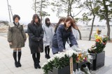 2015年3月11日 福島県相馬市を訪れたAKB48の献花の模様(C)AKS