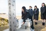 2015年3月11日 福島県南相馬市を訪れたAKB48の黙祷の模様(C)AKS